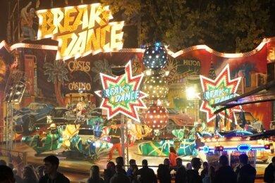 """Georg Pilz' Fahrgeschäft """"Breakdance"""" gehört seit vielen Jahren zu den beliebtesten Vergnügungen zum Teichfest."""