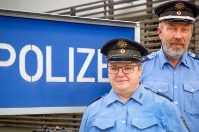 Polizeihauptmeisterin Susanne Seidler ist bereits seit 2011 Bürgerpolizistin in Flöha und Umgebung. Polizeihauptkommissar Frank Hübner ist seitAugust neu an ihrer Seite.