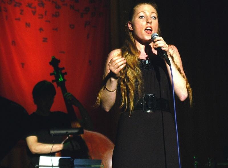 """<p class=""""artikelinhalt"""">Zum Landeswettbewerb von """"Jugend musiziert"""" in Annaberg-Buchholz gehören auch zwei Konzerte. Das erste gestalteten Teilnehmer in der Kategorie """"Jugend jazzt"""" am Samstag im Haus des Gastes """"Erzhammer"""". Dort trat auch Eva-Maria Brendel auf. Das zweite - das Abschlusskonzert - beginnt am 16. März, 19 Uhr im Eduard-von-Winterstein-Theater. </p>"""