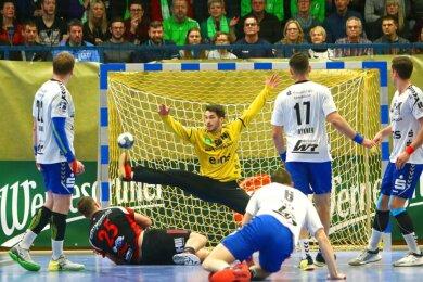 Im Dezember war der Torhüter für Aue noch ein wichtiger Rückhalt, wie hier beim Spiel gegen Lübbecke.