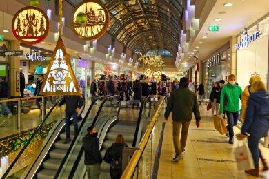 Schnell noch Geschenke kaufen, hieß es gestern in der Zwickau Arcaden.