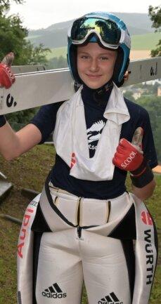 Die im Vogtland trainierende Skispringerin Lia Böhme hat zur Juniorenweltmeisterschaft zweimal die meisten Punkte der deutschen Starter erzielt.