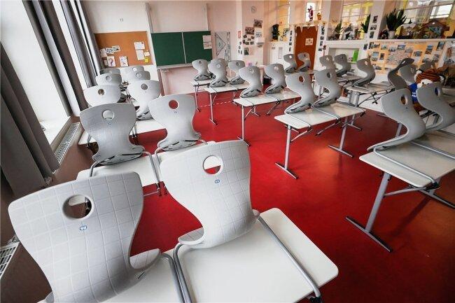 Momentan sind die Klassenräume leer, die Schüler sollen zuhause lernen. Die Landesregierung will am Dienstag entscheiden, wie sie welche Schüler aus dem Homeschooling zurückholt. Für Diskussionen dürfte die angedachte Streichung der Winterferien sorgen.
