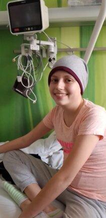 Lena kämpft gegen den Krebs.