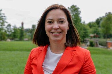 Yvonne Magwas tritt zum zweiten Mal für die CDU Vogtland als Direktkandidatin für den Bundestag an. Für das Foto wählte sie den Hofaupark in Auerbach. Hier verbringt sie regelmäßig Zeit mit ihrem zweijährigen Sohn.