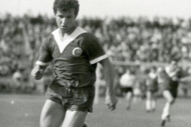 Gotthard Zölfl in Aktion. Das Spiel stammt aus einem Junioren-Länderspiel im Jahre 1969.