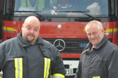 Axel Schaarschmidt (links) und Heiko Weiß kümmern sich als Gemeindewehrleitung um die Burkhardtsdorfer Feuerwehren.