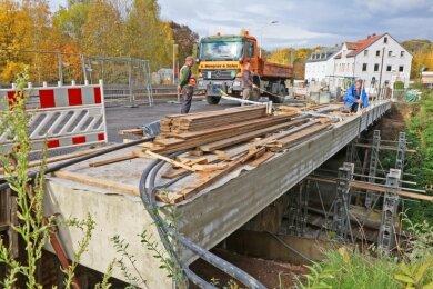 Dauert noch: Brückenbauwerk in Silberstraße.