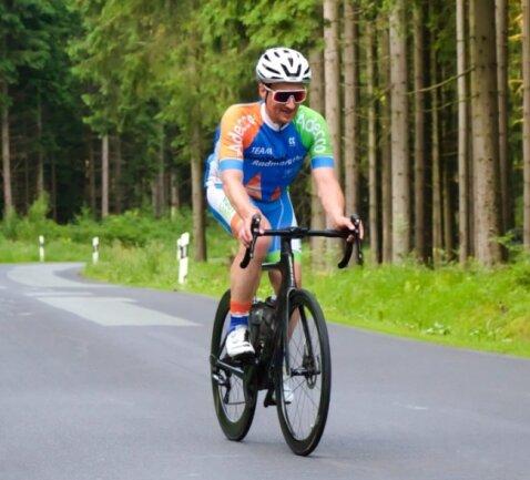 Zwischen dem Waldbad Brunn und dem Waldpark Grünheide kennt MarkusLeine seit Samstag jeden Baum. 47-mal nahm er bei seinem nicht alltäglichen Vorhaben die gut 200 Hohenmeter unter die Räder.