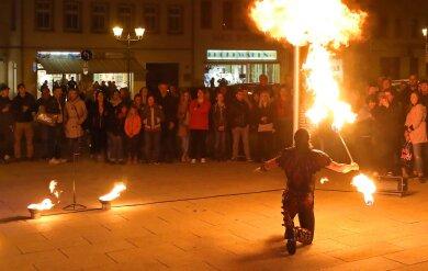 Puh, heiß! Feuershow zum Abschluss der Einkaufsaktion in Glauchau.