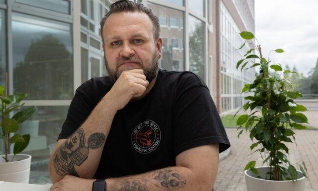 Norman Pörschke war von 1999 bis 2007 Berufssoldat. An dieses Leben erinnert den heutigen Kantinenbetreiber ein Tattoo.