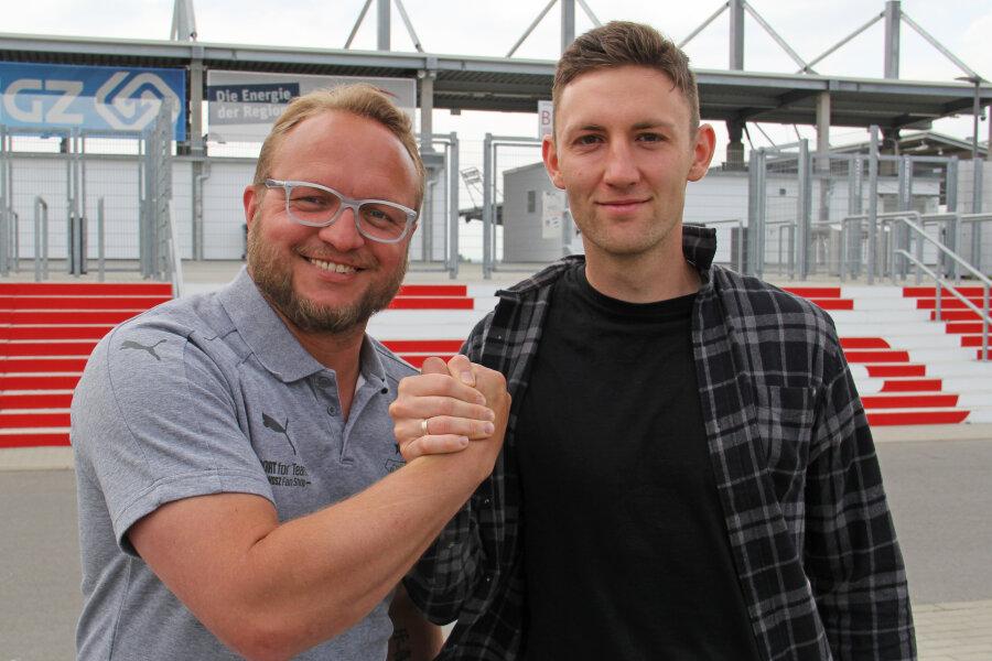 Co-Trainer Danny Könnig mit Neuzugang Christian Bickel.