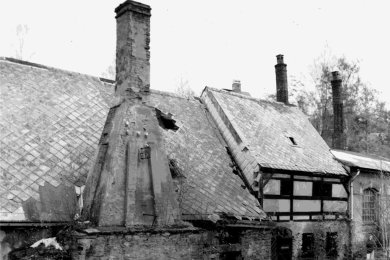 Vor 30 Jahren sah der Neuhammer im Saigerhüttenareal Olbernhau- Grüntal schlimm aus: Löcher im Dach, bröckelnder Putz, unansehnliches Außengelände.