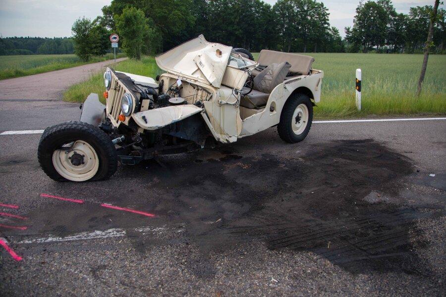 Der Fahrer des Jeep US-amerikanischer Bauart wurde bei dem Unfall verletzt und musste ins Krankenhaus gebracht werden.