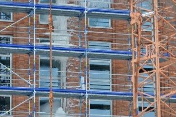 Am Neubau der Unibibliothek an der Winklerstraße hatten sich Eiszapfen gebildet.