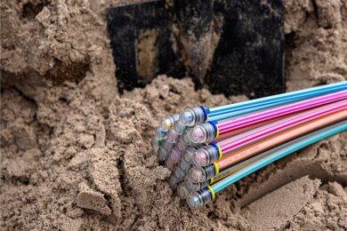 Die Telekom will in Zwickau mit viel Geld in den Breitband-Ausbau mittels Glasfaserkabeln investieren. Foto: Sina Schuldt/dpa/Archiv