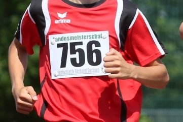 Leichtathlet Marius Lampert von der SSV Fortschritt Lichtenstein gewann am Wochenende die Landesmeisterschaft im 3000-Meter-Lauf der M 14 in Zwickau.