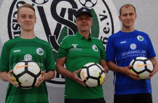 Trainer Ronny Zimmermann (Mitte) sowie Fabian Stein (links) und Toni Lohse sind diese Saison neu bei Merkur Oelsnitz.