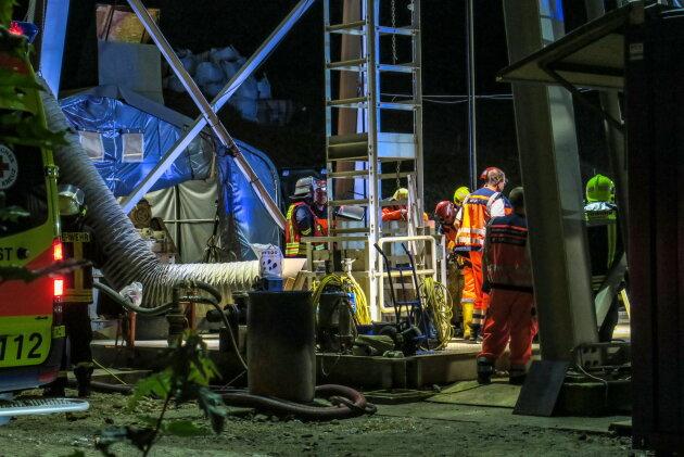 Aus rund 100 Meter Tiefe musste in der Nacht zum Freitag ein schwer verletzter Bergmann geborgen werden.