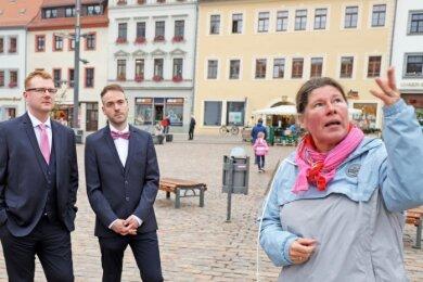 Anja Graul (r.) bei ihrer Premieren-Stadtführung durch Freiberg. Sie ist eine von 16 Stadtführern der Silberstadt.
