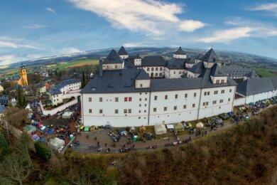Ein Schloss im Motorradfieber: Zum 49. Wintertreffen kamen mehr als 1800 Biker mit ihren Maschinen nach Augustusburg.
