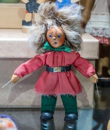 Eine Struwelpeter-Figur, hergestellt in den 1970er-Jahren.