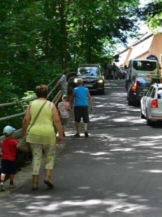 Bei Veranstaltungen auf der Burg Kriebstein ist der fehlende Fußweg am Burgberg seit Jahren ein Thema.