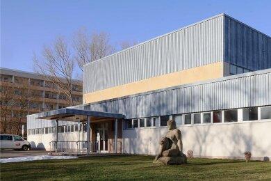 Die Sporthalle Neuplanitz bleibt zunächst so baufällig, wie sie derzeit eben ist. Für einen Neubau fehlt der Stadt Zwickau das Geld.