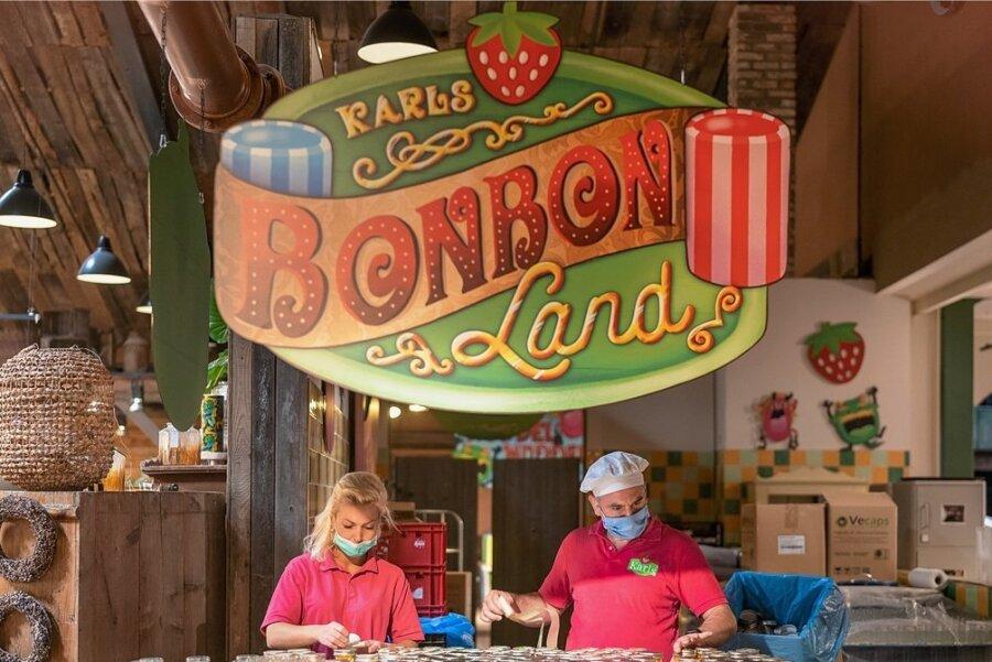 Ein Manufakturstand in Karls Erlebnis-Dorf in Rövershagen bei Rostock. Der Park am Firmensitz existiert bereits seit 1993.
