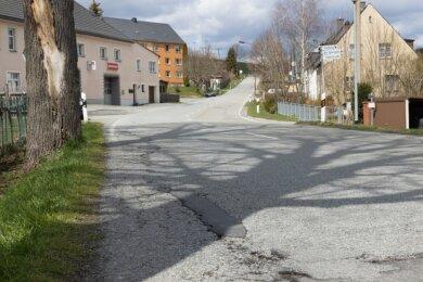 Baumaßnahmen werfen in Neudorf ihren Schatten voraus: Die Crottendorfer Straße soll nach Kanalarbeiten saniert werden. Doch noch ist die Finanzierung unsicher.