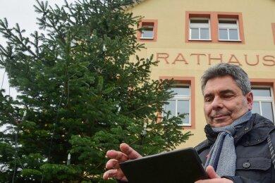 Hartmannsdorf Bürgermeister Uwe Weinert will für die Grundschule neue Technik anschaffen.