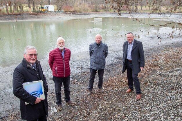 Freuen sich auf die neue Attraktion im Stadtpark; Volker Albrecht, Volker Barthel, Frank Beer und OB Ralf Oberdorfer (von links).