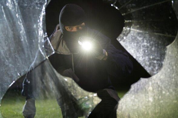 Vier Bandenmitglieder nach Wohnungseinbrüchen vor Gericht
