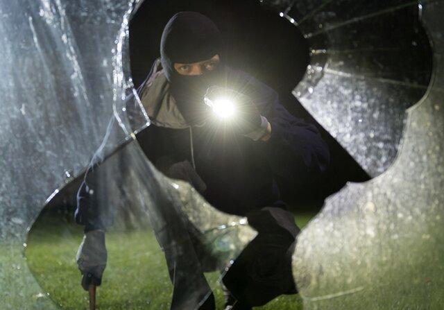 Polizei stellt gescheiterte Einbrecher am Wasserschloss