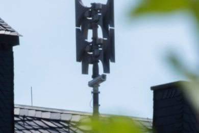 Die Sirene auf dem Rathausdach von Burkhardtsdorf. Mit ihr sind auch Durchsagen möglich.