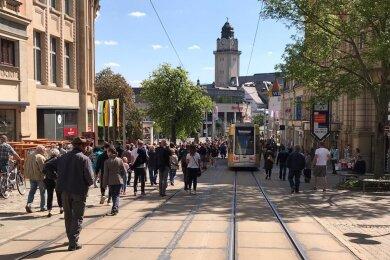 """Mehrere Hundert Menschen haben am Samstagnachmittag erneut an einem sogenannten """"Spaziergang"""" in der Plauener Innenstadt teilgenommen."""