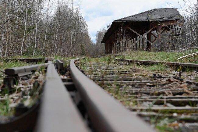 Vom alten Limbacher Bahnhof ist nur die Bahnsteigüberdachung übrig geblieben. Foto: Andreas Seidel