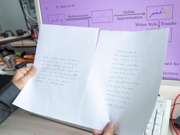 Der Text Links ist handgeschrieben, der Text rechts ist ein automatisch generierter Text mit dem Algorithmus für Handschriftenimitation im Stil vom Original.