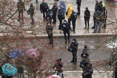 Zwischen Corona-Regeln und Demonstrationsrecht: War der Polizeieinsatz in Plauen verhältnismäßig?