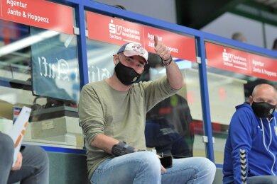 Erstmals seit seiner schweren Corona-Erkrankung konnte EHV-Coach Stephan Swat wieder bei einem Spiel dabei sein.