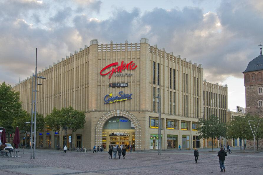 """Im innerstädtischen Einkaufszentrum Galerie Roter Turm hatte das Ordnungsamt die """"Thalia""""-Buchhandlung geschlossen."""