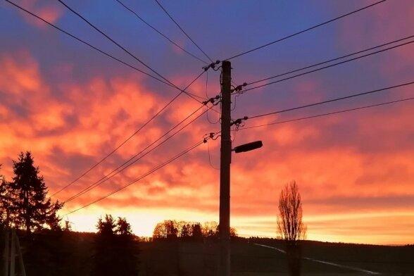 Morgenrot verzaubert den Himmel über Rotschau