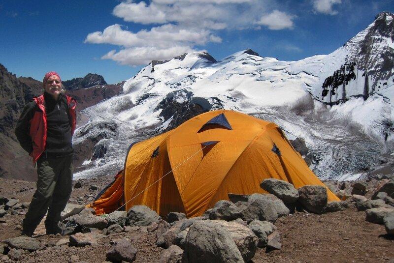 """<p class=""""artikelinhalt"""">Karl-Heinz Barth auf dem Weg zum Aconcagua. Hier steht sein Zelt in 5000 Meter Höhe. Erst mit 65 Jahren wurde er passionierter Bergsteiger. </p>"""
