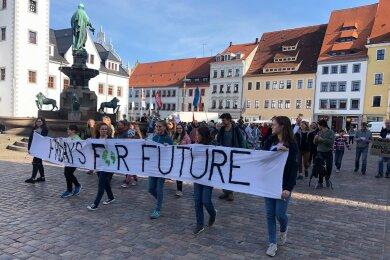 Am Nachmittag demonstrierten zahlreiche, meist junge, Leute.