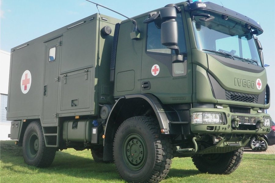 Prototyp des neuen Verwundetentransportfahrzeuges für die Bundeswehr: Fahrwerk und Fahrerhaus kommen von der Iveco Magirus AG, den Kofferaufbau liefert Binz. Gefertigt werden sollen sie am Standort Plauen.