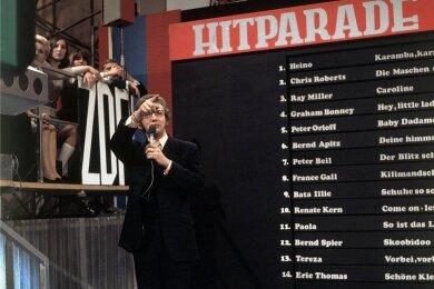 """Eine der berühmtesten TV-Listen der 1970er- und 80er-Jahre: die ZDF-Hitparade. Dieter Thomas Heck (Foto) präsentierte die Show, und in einer Sendung aus dem Jahre 1970 wählten die Zuschauer Sänger Heino auf Platz 1 mit dem Titel """"Karamba, karacho, ein Whisky""""."""