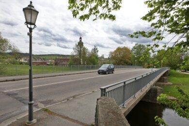 Der Blick aus Richtung Mittelstadt-Zufahrt auf die Muldenbrücke, die als wichtige Verbindung zwischen Altstadt (im Hintergrund) und Stadtzentrum fungiert.