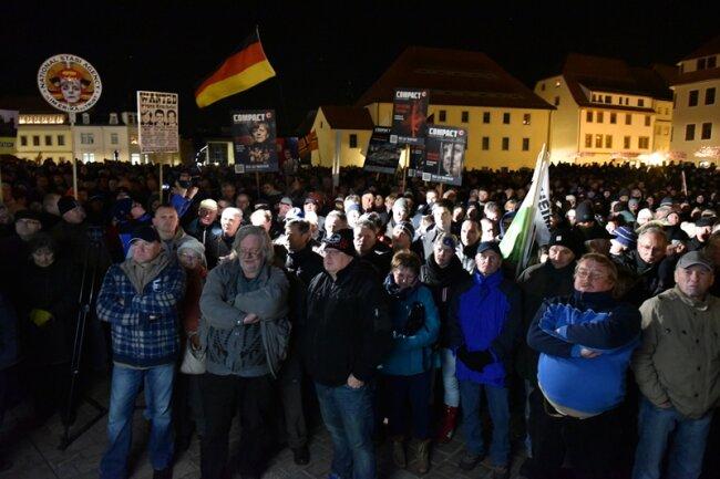 1800 bis 2000 Menschen nahmen laut Veranstalter an der Kundgebung der AfD teil.