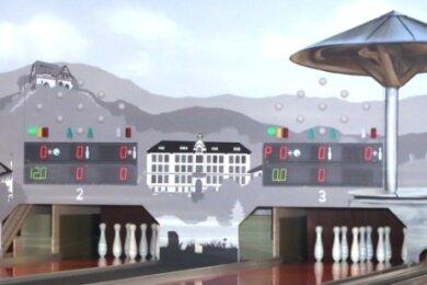 Das schmückt: Die Wand der neuen Kegelbahn wurde mit Bildern Lengenfelder Sehenswürdigkeiten gestaltet.