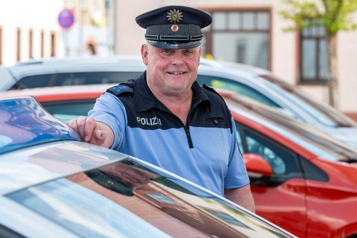 Polizeihauptmeister Ralf Müller hat seinen Dienst als neuer Bürgerpolizist in Penig angetreten.